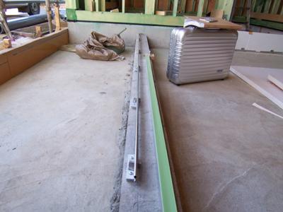 玄関の引戸レール設置状況
