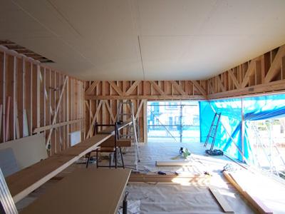 石膏ボードが張られたリビング天井