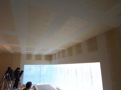 リビング塗装下地のパテ処理