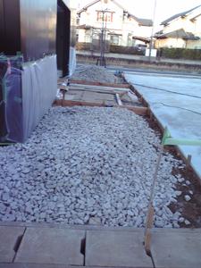 自費工事による砂利敷