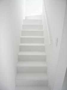 シンプル なデザインの階段が完成。とても綺麗な仕上りです
