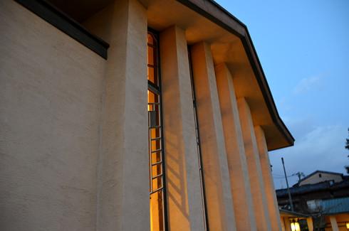 自由学園明日館の外観夜景