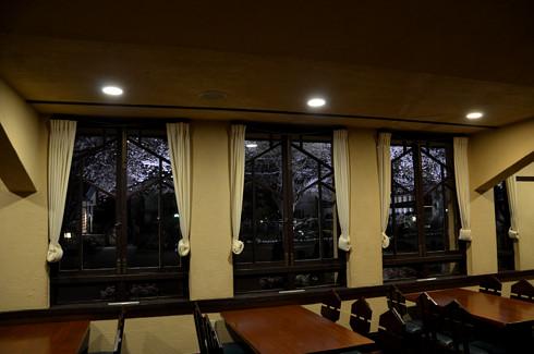 自由学園明日館の室内夜景