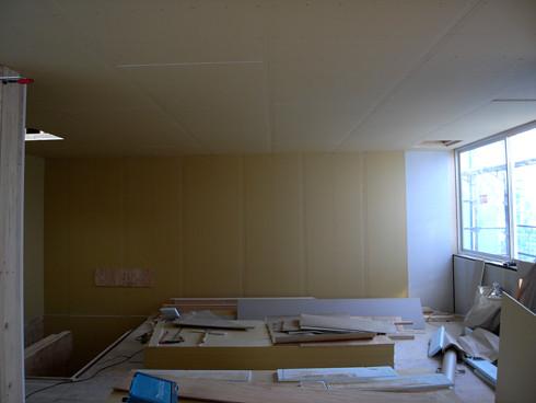石膏ボード張りが完了し、室内空間ができました | 川口の白い家