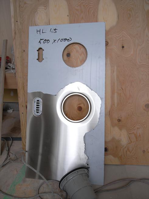 キッチンシンクの排水口納まりを試作品にて確認 | 川口の白い家