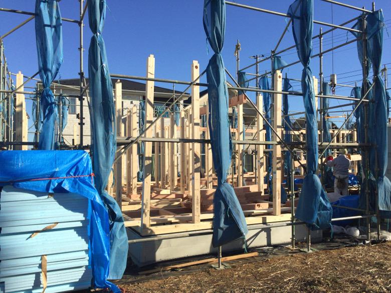 上棟に向けて組まれた土台と柱
