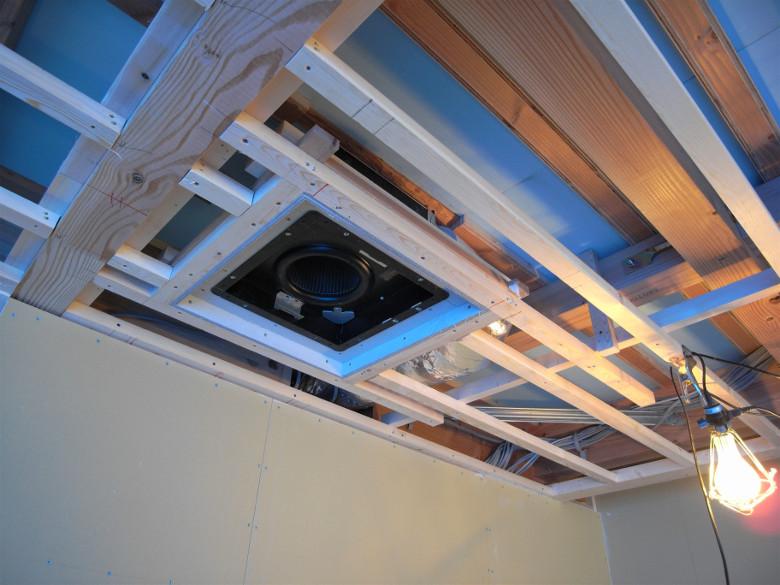 埋込み型天井換気扇の設置完了