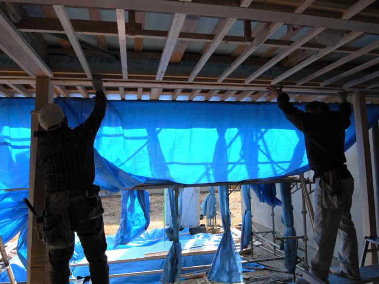 リビング天井のヒノキ縁甲板張り