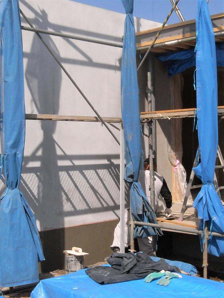 基礎まわりのモルタル補修作業