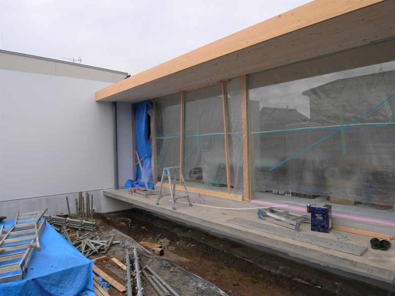 軒裏のヒノキ縁甲板張りが完了
