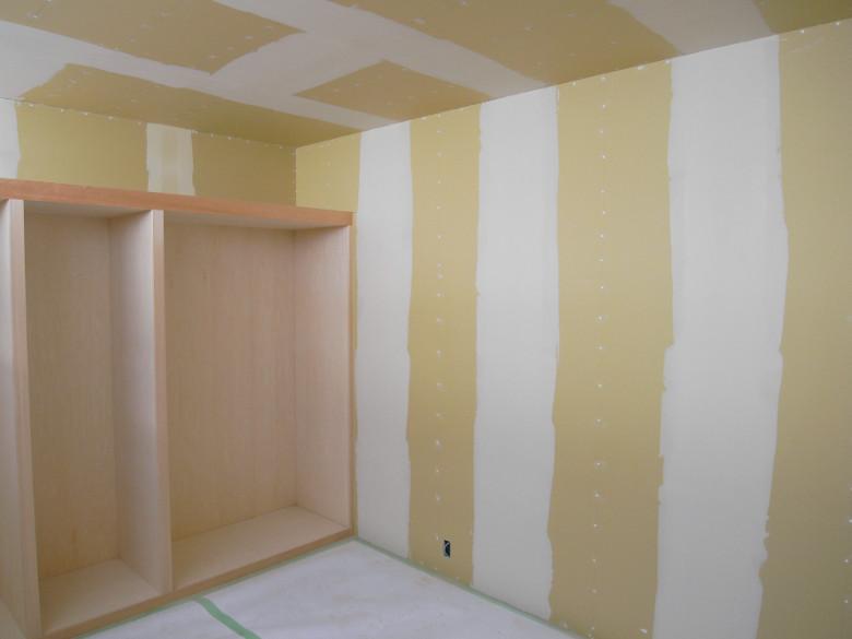 壁天井塗装下地のパテ処理