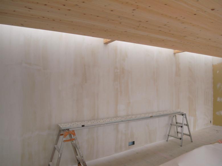ツルツルに仕上げられた壁の塗装下地