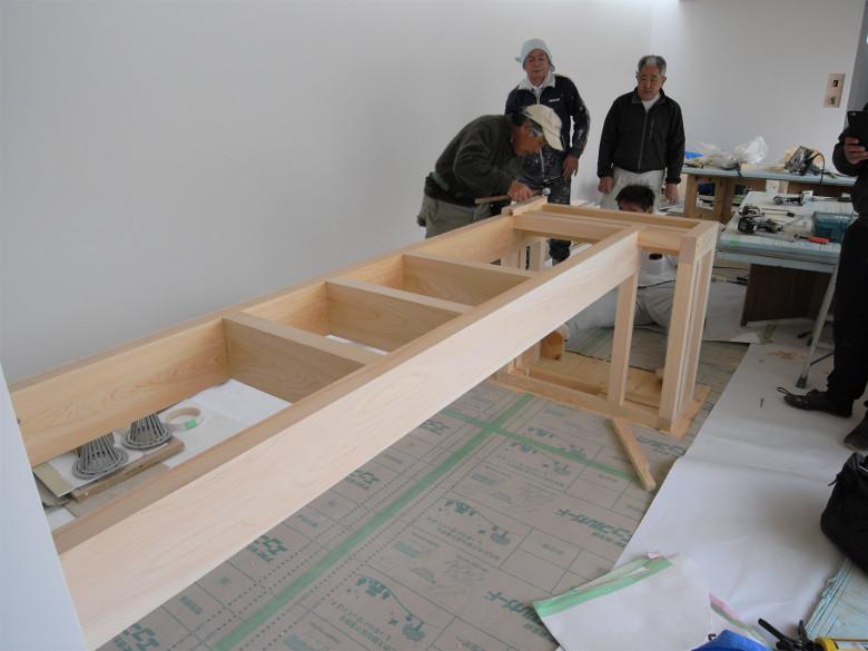 造作キッチンの組立作業