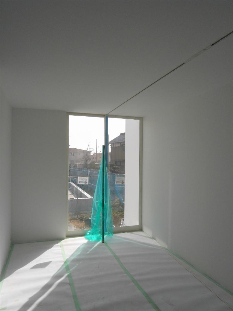 真っ白に塗装された子供部屋