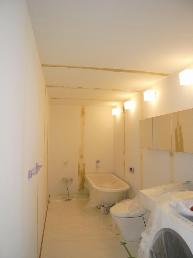 バスルームの壁天井補修中