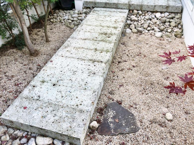 裏庭の大谷石