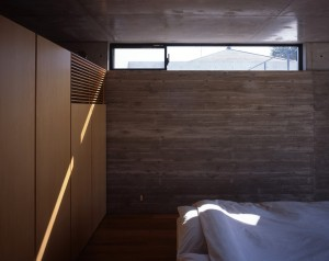 house in yuki-daytime-interior-bedroom